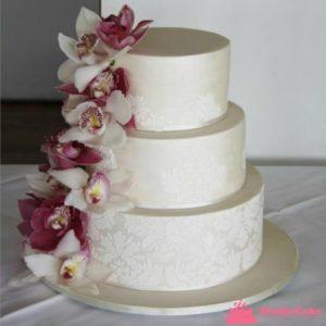 Торт с узором и цветами