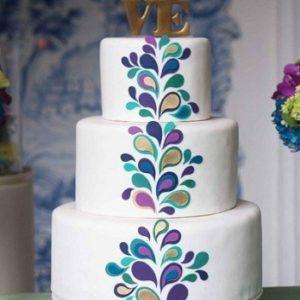 Тортик с орнаментом и словом «Love»