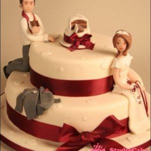 Торт зі стрічками з мастики, нареченим і нареченою