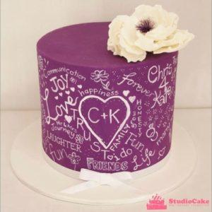 Фиолетовый свадебный тортик с пожеланиями