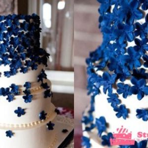 Торт з мастичних намистом і розсипом барвінку