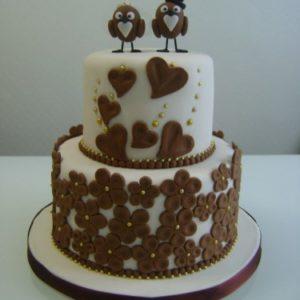 Торт с мастичными сердечками и птичками