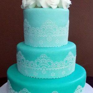 Бирюзовый торт с кружевом