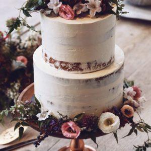 Торт открытый с цветами двухъярусный