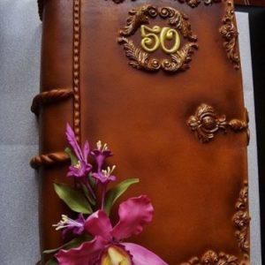 Торт-книга с натуральным цветком