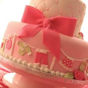 Светло розовый тортик с бантом