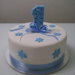Бело-синий торт с ленточкой и цифрой