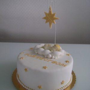 Белый тортик со спящим под звездой младенцем