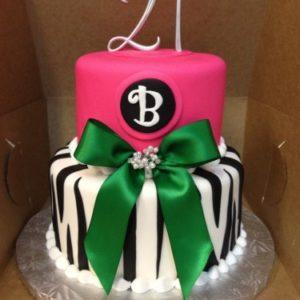 Торт-зебра с розовой верхушкой и зелёным бантом