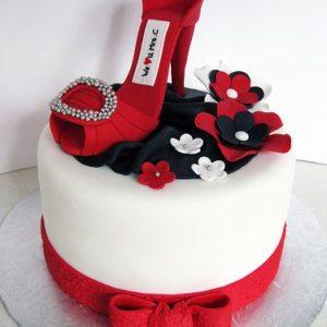 Тортик с мастичной красной туфелькой, цветами и бантом