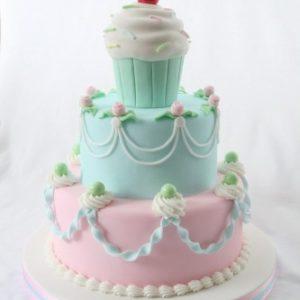 Двох'ярусний торт з великим тістечком