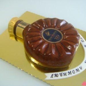 Тортик в виде коньяка Remy Martin
