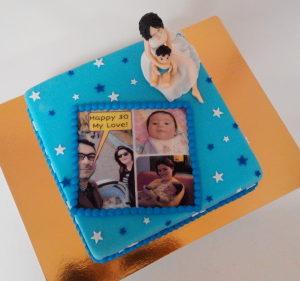 Торт із фігурками з мастики і фотоколажем