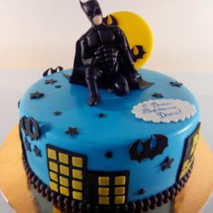 Синий «ночной» тортик с пейзажами Мегаполиса и фигуркой Бетмена