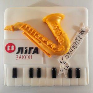 Белый торт-пианино