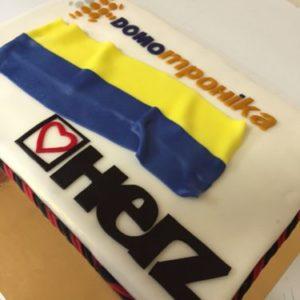 Белый торт с флагом Украины и лого