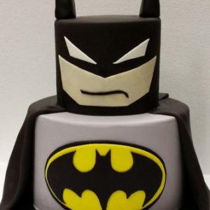 Торт в виде Бетмена