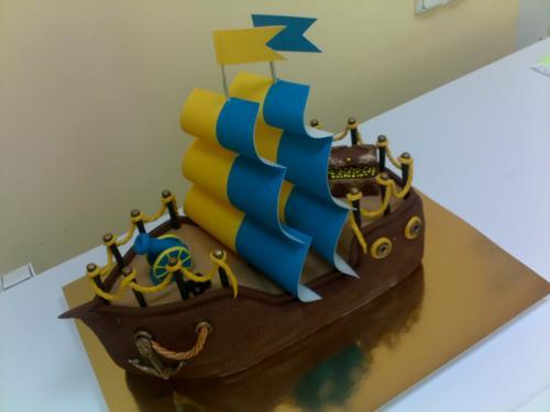 Корпоративный торт на заказ в виде корабля для моряков