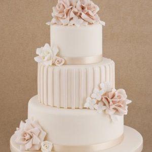 Нежный, белый торт с ленточками золотистого цвета