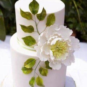Торт з великою квіткою