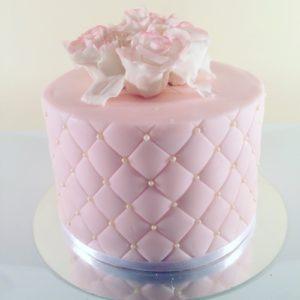 Нежно розовый тортик с розами