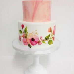 Мастичный торт с нарисованными цветами от художника