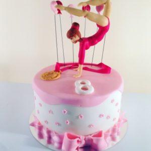 Тортик с фигуркой гимнастки и золотой медалью