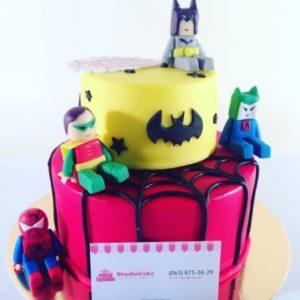 Тортик з двох частин про різних супергероїв