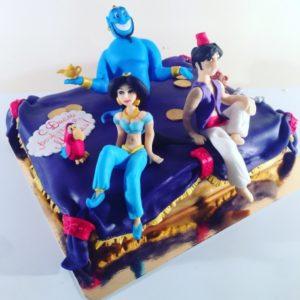 Торт з фігурками героїв з мультфільму «Алладін»