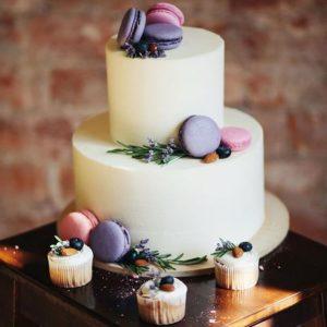 Кремовый  торт с макарунами