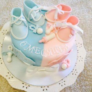 Разноцветный торт для двойняшек