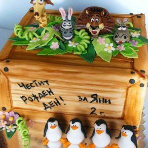 Торт в виде деревянного ящика с героями мультфильма Мадагаскар