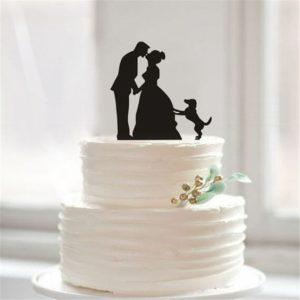Светло-бежевый торт с ленточками и розами
