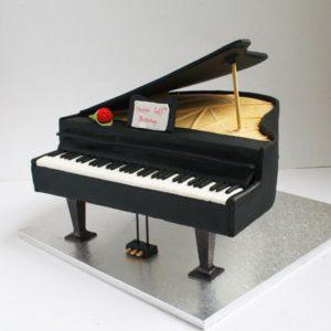 Торт у формі рояля