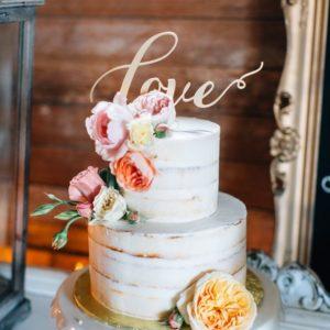 Торт с надписью Love