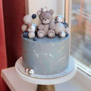 Торт с мишкой и сахарными шариками