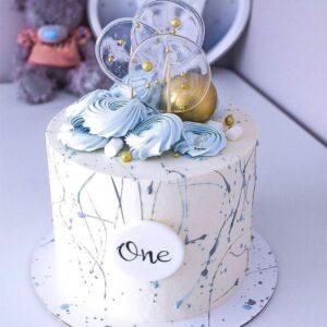 Торт прикрашений карамельками