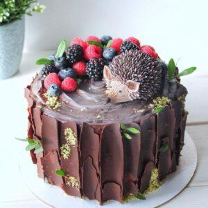 Торт с фигуркой ежика