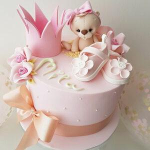 Розовый торт с фигуркой мишки