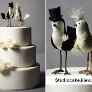 Ніжний торт з фігурками
