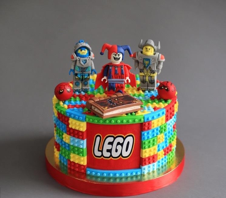 cd4f77fc4 Торт LEGO NEXO KNIGHTS на заказ в Киеве | StudioCake