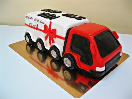 Торт в виде грузовика