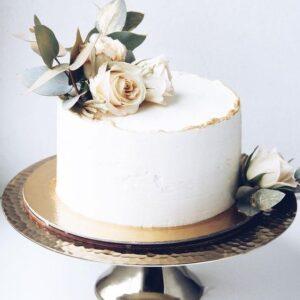 Святковий торт з квітами