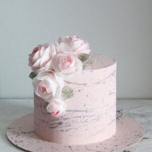 Весільний торт в рожевих тонах з квітами