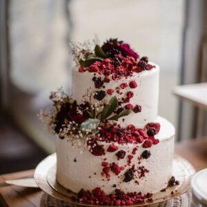 Кремовый свадебный торт в два яруса