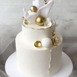 Двох'ярусний білий торт на весілля