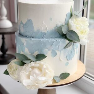 Двухъярусный бело-синий торт