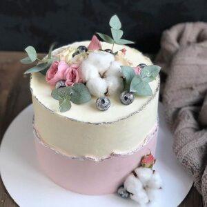 Торт бежево-рожевий