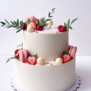 Торт «клубника с макарунами»