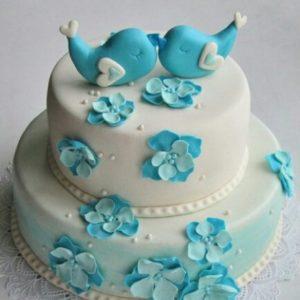 Тортик с голубыми птичками и цветами